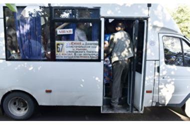 В Симферополе расторгнут договоры с перевозчиками на четырех маршрутах